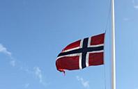 Flagg på halv stang - etter terrorbomben i Oslo 22/7-11